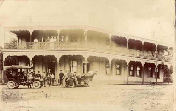 The Raglan Hotel in a postcard from 1911
